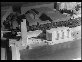 Maquette; architectes des pavillons du Tourisme (Pierre Sardou, à gauche) et du Thermalisme (Pierre Labro, à droite)