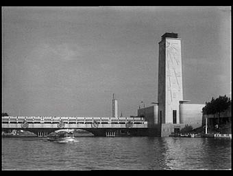 Exposition internationale ; pavillon d'exposition ; tourisme ; tour ; pont ; fleuve ; bas-relief ; staff