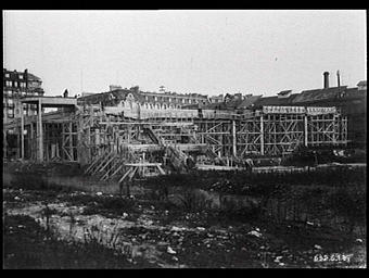 Exposition internationale ; construction ; chantier ; echafaudage