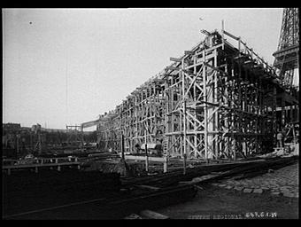 Exposition internationale ; construction ; chantier ; echafaudage ; tour