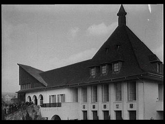 Exposition internationale ; pavillon d'exposition ; façade ; armoirie