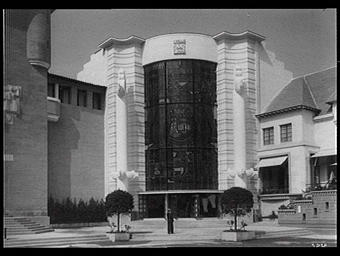Exposition internationale ; pavillon d'exposition ; vitrail ; entrée ; façade ; armoirie