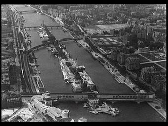Exposition internationale ; ile ; fleuve ; pont ; paysage urbain ; pavillon d'exposition ; vue aérienne