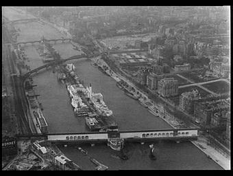 Exposition internationale ; ile ; construction ; pavillon d'exposition ; vue aérienne ; fleuve