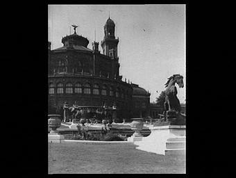 Exposition internationale ; palais ; rotonde ; ronde bosse ; jardin public ; socle ; troisieme republique ; cheval