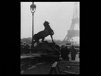 Sculpture : Le Cheval à la herse; enlèvement des statues