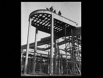 Exposition internationale ; lieu d'exposition ; construction ; echafaudage ; ouvrier