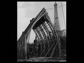 Exposition internationale ; lieu d'exposition ; construction ; charpente ; ouvrier ; tour