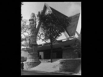 Exposition internationale ; escalier ; sculpture ; colonne ; allégorie ; pavillon d'exposition