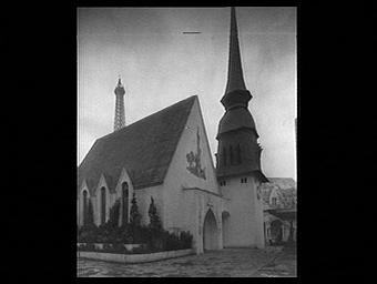 Exposition internationale ; église ; clocher ; pavillon d'exposition ; toit ; porche