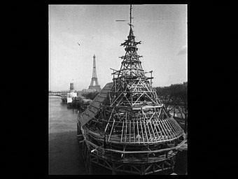 Exposition internationale ; colonne ; pavillon d'exposition ; construction ; charpente ; tour ; ile