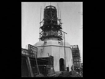 Exposition internationale ; colonne ; pavillon d'exposition ; construction ; tour ; minaret ; echafaudage