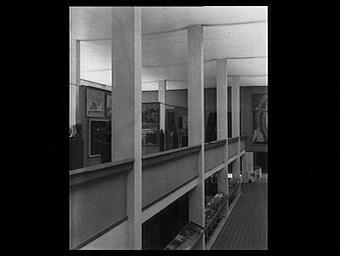 Exposition internationale ; pavillon d'exposition ; intérieur ; galerie ; tableau