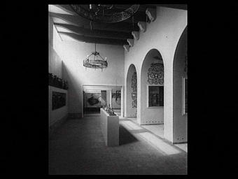 Exposition internationale ; intérieur ; arcade ; lustre ; ornementation ; moeurs ; pavillon d'exposition