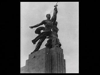 Groupe sculpté : L'Ouvrier et la Kolkozienne