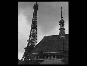 Exposition internationale ; chantier ; toit ; tour ; pavillon d'exposition