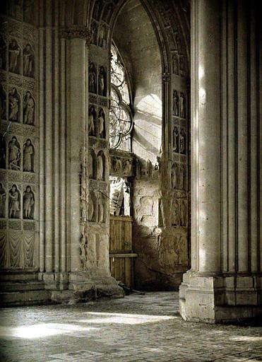 Cathédrale, intérieur, ensemble du porche gauche : consolidations