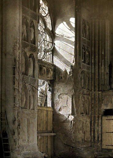 Cathédrale, intérieur, ensemble du porche gauche : vue rapprochée sur les consolidations