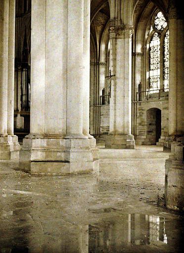 Intérieur de la cathédrale : le dégel à produit une véritable inondation