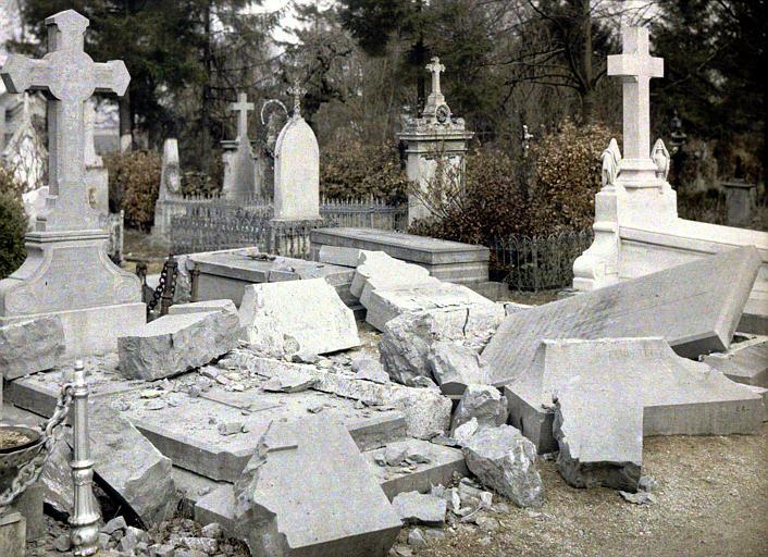 Tombes détruites(cimetière nord)