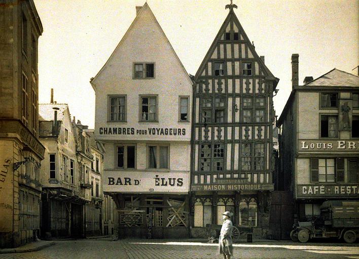 Vieilles maisons, rue des Elus et place du Marché