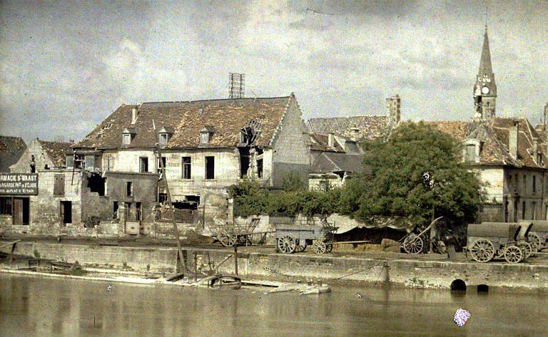 Saint-Waast : vue d'ensemble au bord de l'eau