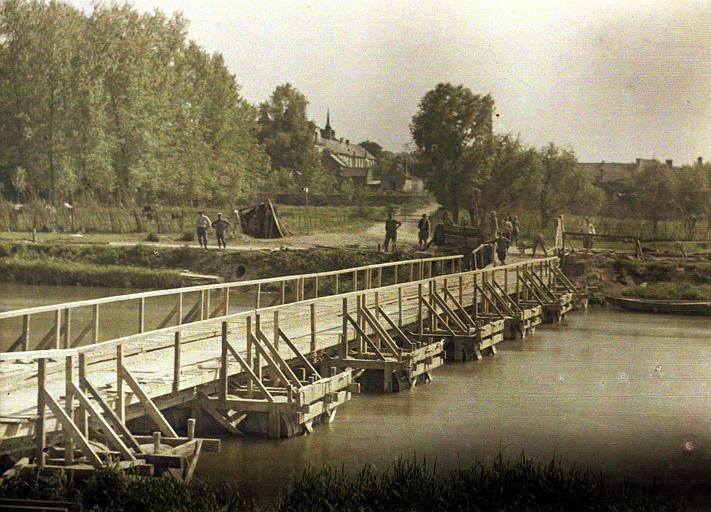 Ponts de tonneaux sur l'Aisne