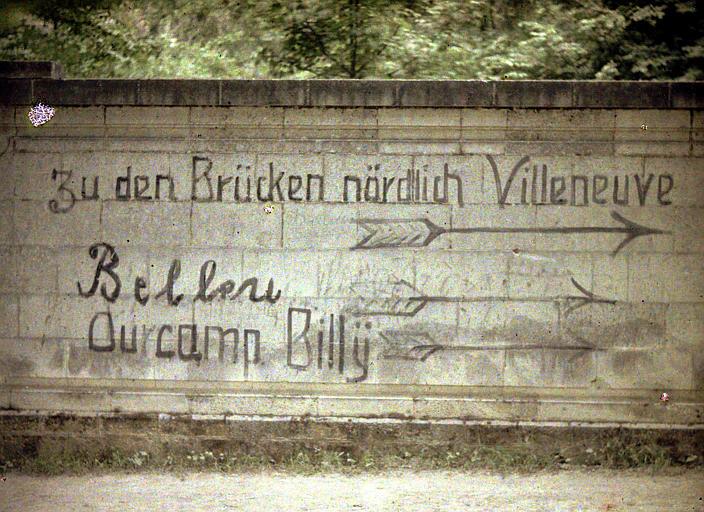 Inscriptions allemandes sur les murs de la ville