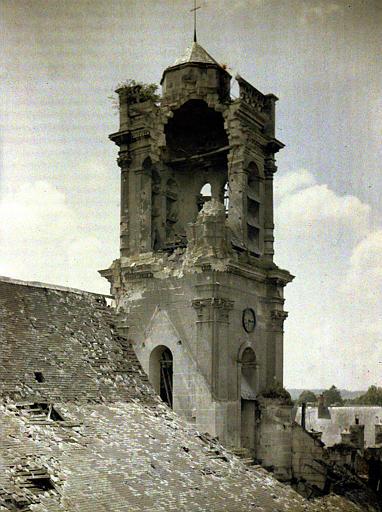 Le clocher ' marmité ' (c-à-d bombardé)