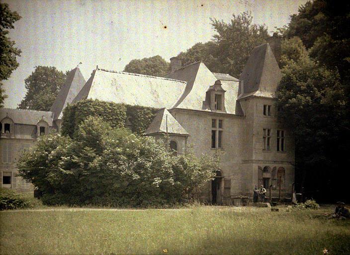 Pavillon de la chambre Henri IV, côté sud dans le château hôpital de Vauxbuin