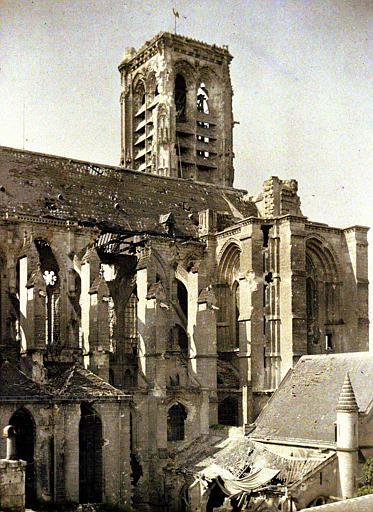 Façade nord : partie 'marmitée' (c-à-d bombardée)