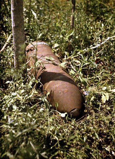 Les surprises des agriculteurs : obus de 210 millimètres non éclaté trouvé dans l'herbe