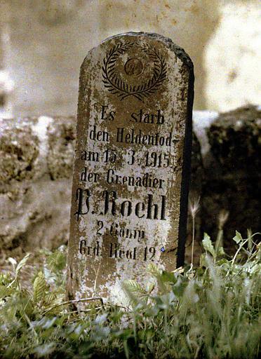 Pierre tombale gravée par les allemands, vue rapprochée