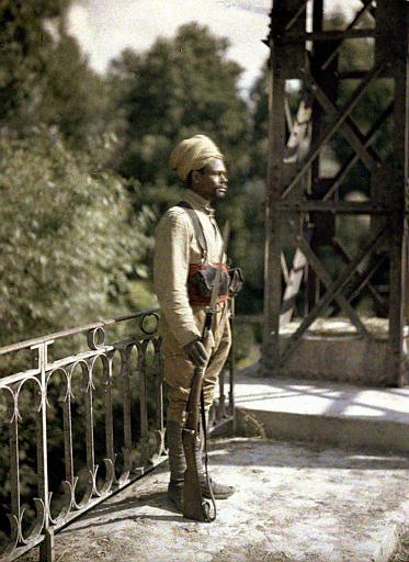 Factionnaire algérien sur un pont