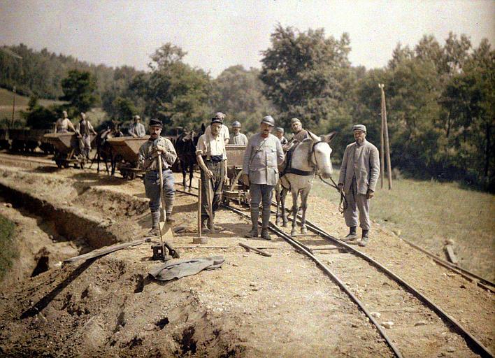 La 11ème artillerie construisant une voie de 60