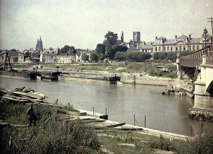 Vue générale de Soissons, vue des deux rives de l'Aisne