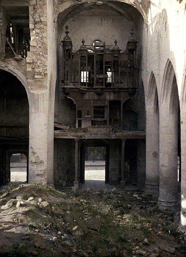 Eglise, tribunes et orgues : les allemands ont enlevé tous les tuyaux des orgues