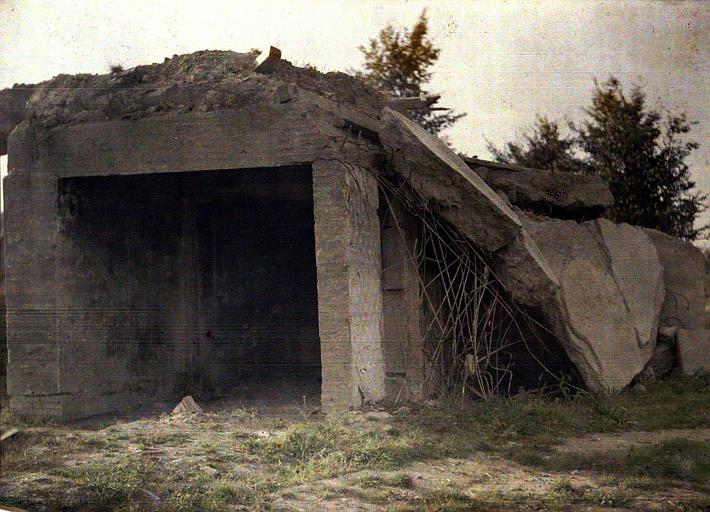 Un abri occupé par un général allemand, détruit par nos obus