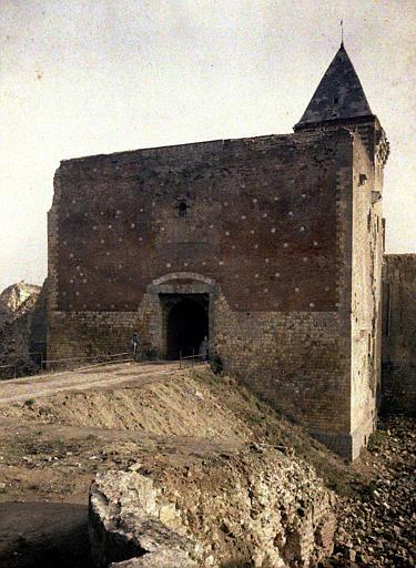 Entrée du fort conservée dans le château