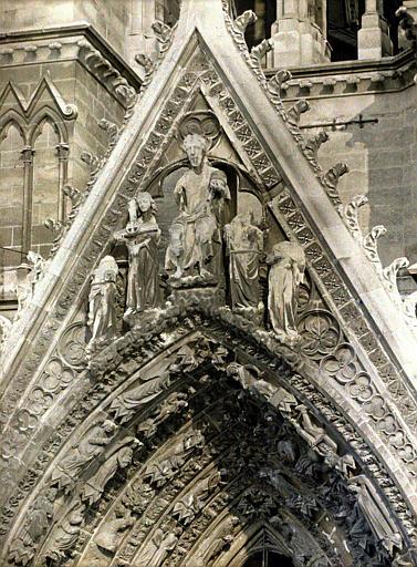 Porche droit, détail : Christ en majesté