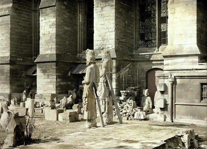 Atelier de réparation, enclos de la cathédrale