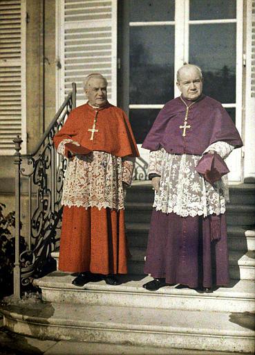 Le cardinal Luçon, archevêque de Reims, et son auxiliaire, Monseigneur Neveux