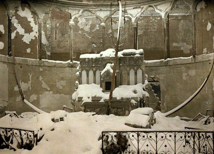 Chapelle sous la neige : autel