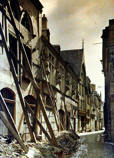 Maison des musiciens, rue Tambour : au premier plan, maison étayée