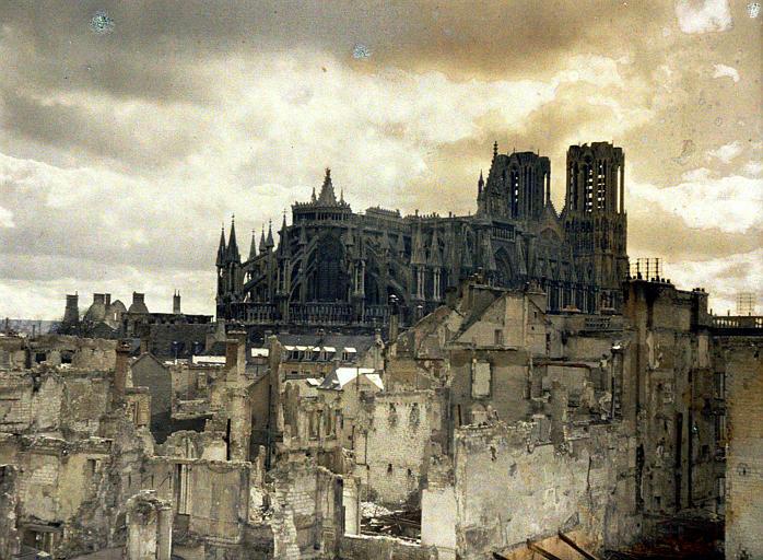 Dans le quartier de l'Université, destructions au nord-est de la cathédrale