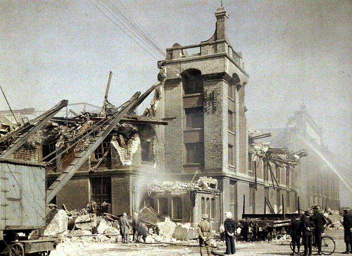 Bombardement des 2 et 3 septembre : militaires et populations civile, lance d'incendie