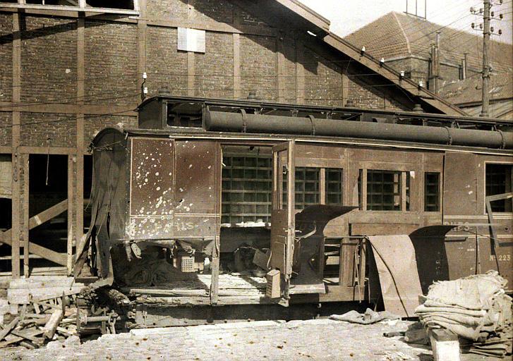 Bombardement des 2 et 3 septembre : wagon poste, entrepôts