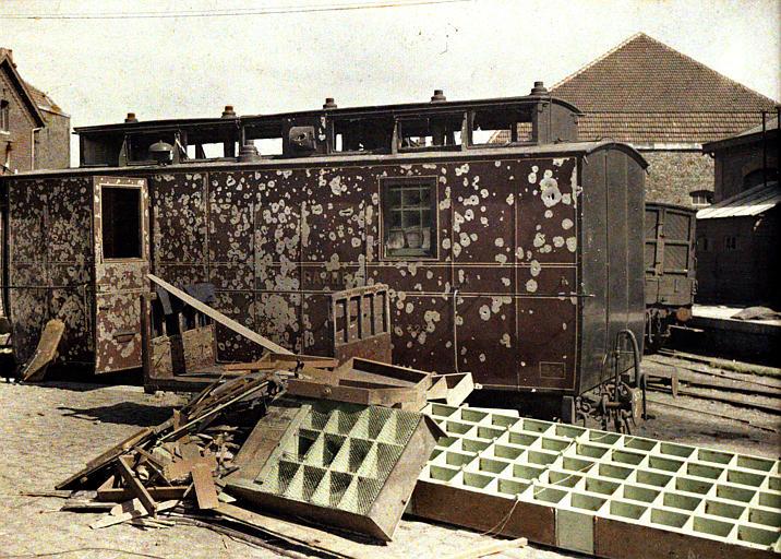 Bombardement des 2 et 3 septembre : le wagon poste criblé d'impacts