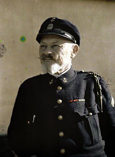 Les héros de Drie Grachten : le capitaine de frégate de Maupeau commandant les fusiliers marins, en buste