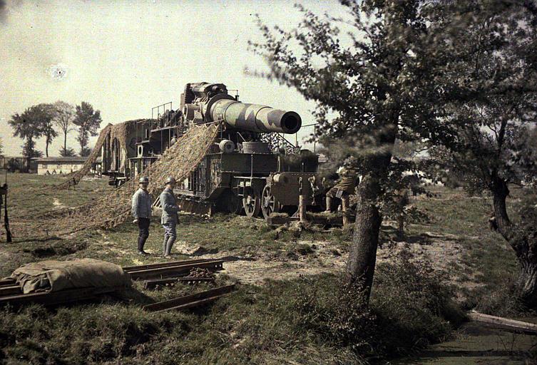 Pièce de 370 (inscription Keity sur le canon, filet de camouflage)